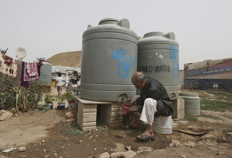 In de vluchtelingenkampen zijn vaak amper sanitaire voorzieningen. Beeld AP