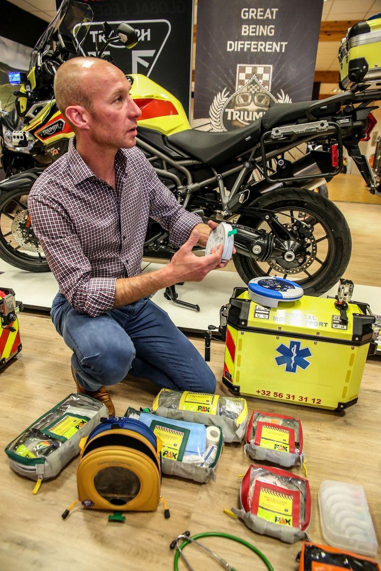 Thuisverpleger Bernard Geldof beschikt al enkele jaren over een ambulancemotor.