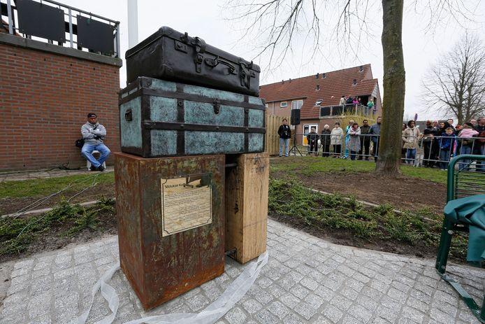 In mei 2013 werd in de Molukse wijk in Opheusden een monument onthuld, ter herinnering aan de komst van de Molukse gezinnen naar de Betuwe in 1951.