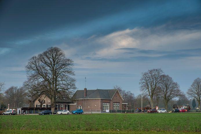 Na veertien jaar ligt er eindelijk een voorstel van de gemeente Heerde om basisschool De Horsthoek over te dragen aan een stichting.