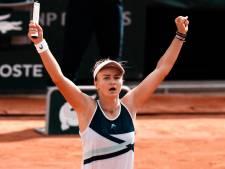 Krejcikova wint verrassend Roland Garros en blijft op koers voor historische dubbel