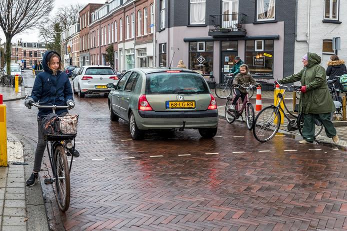 De verkeerssituatie bij Jenaplanschool Wittevrouwen  in de Poortstraat blijft gevaarlijk en onoverzichtelijk.