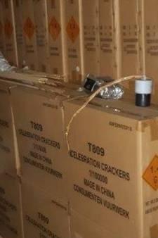 Politie vindt duizend kilo illegaal vuurwerk in loods in gemeente Buren: Tielenaar (33) aangehouden