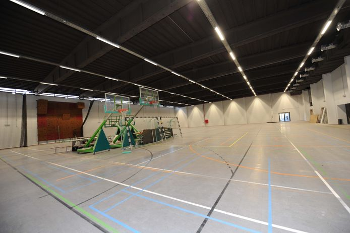 Inkijk in de nieuwe sportinfrastructuur: de grote sportzaal beneden.