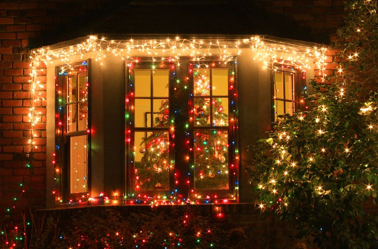 A Christmas tree in a window Beeld Getty Images
