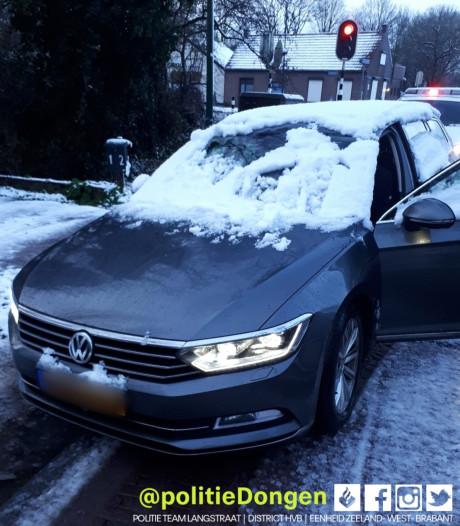Automobilist in Dongen krijgt boete voor besneeuwde voorruit