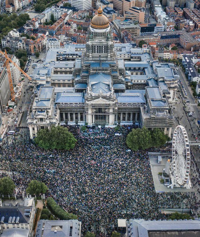 Luchtbeeld van de betoging tegen racisme.