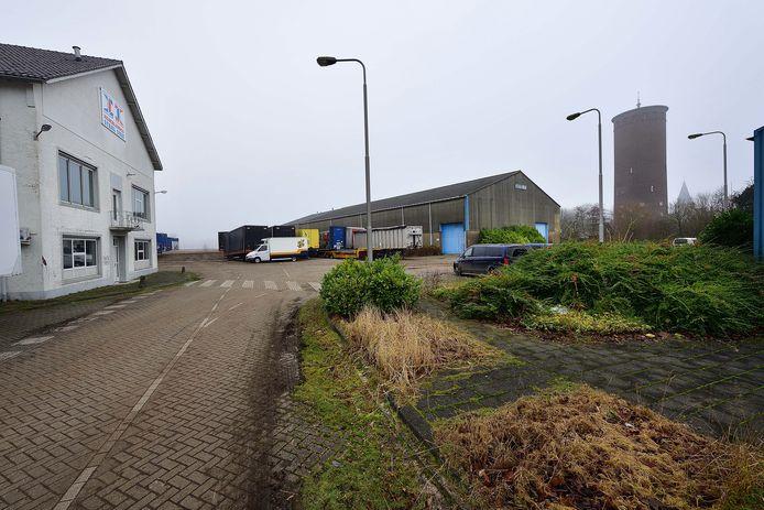 De entree van het Staalunie-terrein bij de overname van Reesink zo'n 15 jaar geleden. Reesink was tot op heden eigenaar, maar verkoopt het terrein nu aan Adrie Kuijstermans.