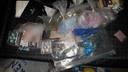 De gevonden drugs en pillen in Rijen.