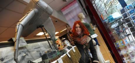 Evelien verkoopt verzameling oorlogsspullen in Vlissingen: 'Ik kan de kinderen daar later toch niet mee opschepen'