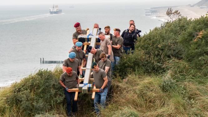 Familie ontroerd: nieuw herdenkingskruis in de duinen voor doodgeschoten Zeeuwen en Belgen