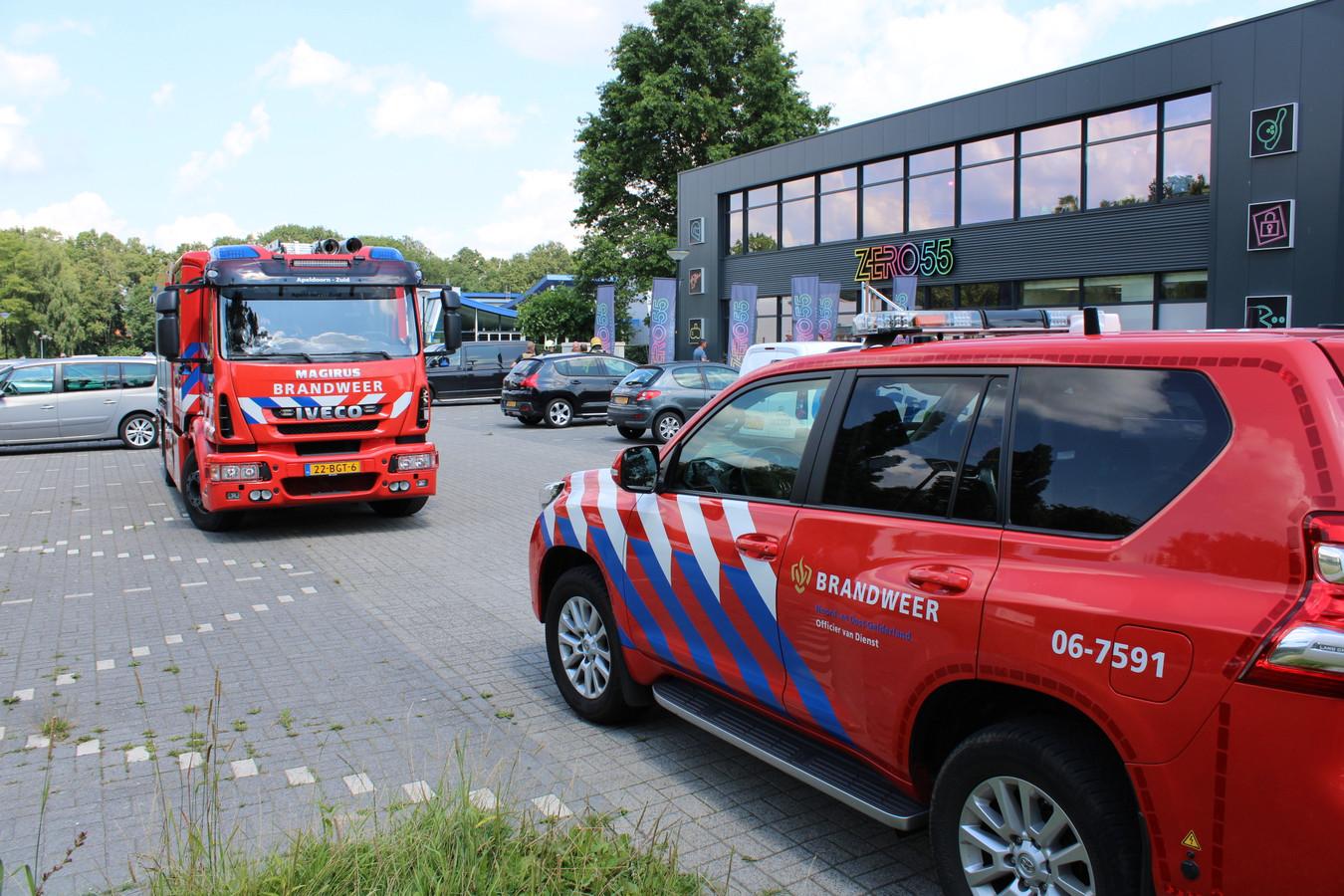 Een medewerkster van entertainmenthal Zero55 aan de Dubbelbeek in Apeldoorn is vanmiddag onwel geworden nadat zij een vreemde geur waarnam. De brandweer doet metingen om de oorzaak van de vreemde lucht te achterhalen.