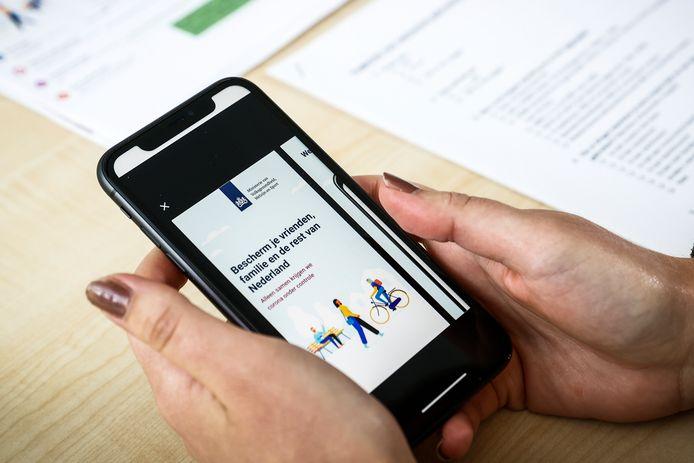 Het ontbreekt de app CoronaMelder nog aan een wettelijke basis. Maar er zijn nog meer problemen op te lossen.