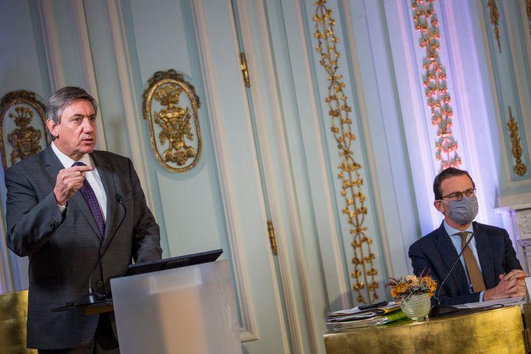 Vlaams minister-president Jan Jambon (N-VA) en minister van Welzijn Wouter Beke (CD&V). Beeld BELGA