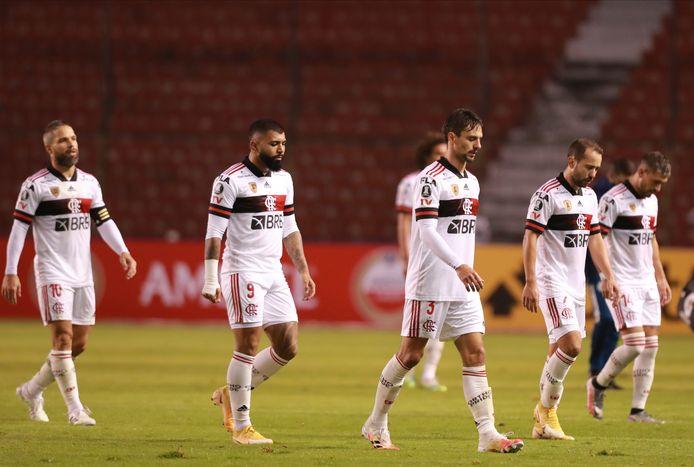 De Braziliaanse titelverdediger Flamengo beleefde een dramatische hervatting van het toernooi om de Copa Libertadores. De ploeg uit Rio de Janeiro verloor de uitwedstrijd tegen Independiente del Valle uit Ecuador met maar liefst 5-0.