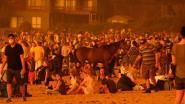 """Vuurzee in Australië verandert van richting, duizenden mensen op strand ontsnappen: """"We konden nergens heen"""""""