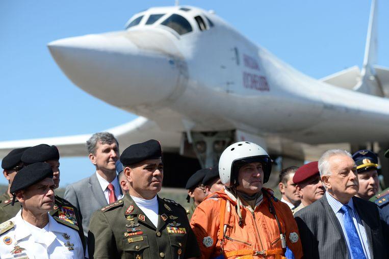 Rusland stuurde in december zijn belangrijkste langeafstandsbommenwerper, de Tu-160, naar Venezuela. De aankomst van de twee toestellen werd gezien als een signaal van president Poetin aan de VS dat hij het Maduro-regime niet in de steek zal laten.   Beeld AFP