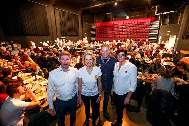 Marc Lootens en Adeline Dejonckheere van het Brugse tuinbouwbedrijf Marcade, en Chris Hanne en Dorine Franco van Slagerij Hanne.