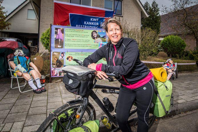 Marga Wispels bij thuiskomst in Almelo. FOTO REINIER VAN WILLIGEN