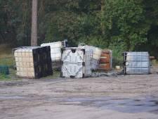Lekkende vaten met vermoedelijk drugsafval gedumpt in natuurgebied Teteringen