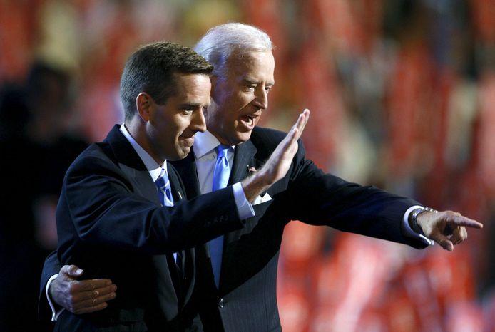 Beau Biden met toen nog senator Joe Biden in 2008.
