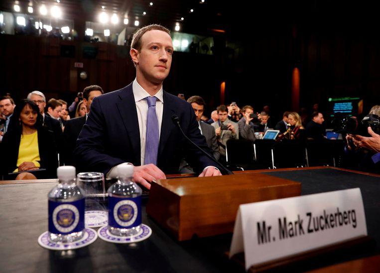 Zuckerberg tijdens de zitting in de Amerikaanse Senaat. Beeld REUTERS