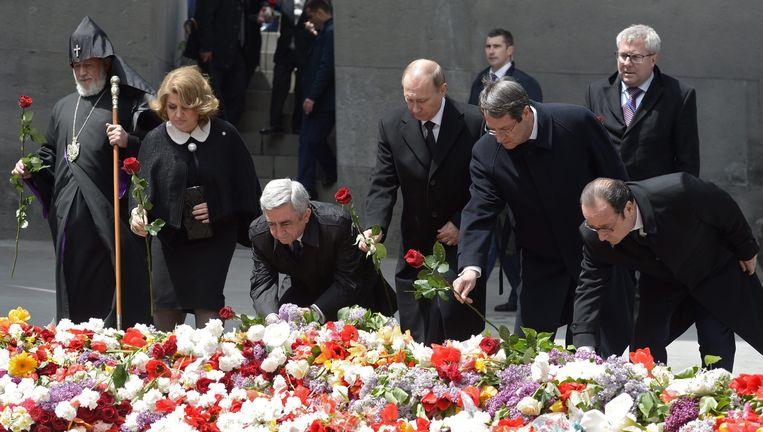 Russische president Vladimir Poetin herdenkt met Armeense katholieken de genocide in Yerevan in Armenië Beeld EPA