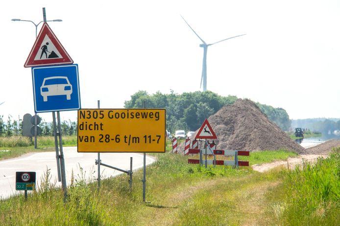 De verbreding van de Gooiseweg is bijna klaar.