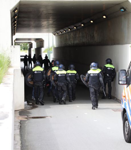 Tachtig mensen aangehouden bij ADO-stadion na degradatie van Haagse voetbalclub