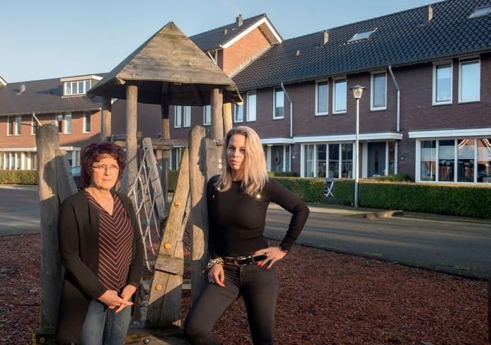 Moeder Reina van Loo (links) en dochter Manon van Nijenhoff staan volgende week voor de rechter omdat ze hun (klein)kinderen wilden beschermen.