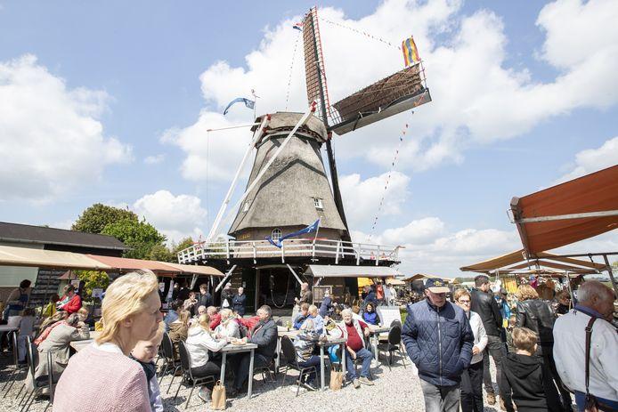 Veel publiek tijdens de  Nationale Molendag bij de Leemansmolen in Vriezenveen.