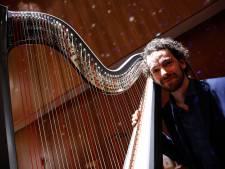 Harpist Remy van Kesteren drie dagen 'in residence' in museum Tweestromenland: 'Klassieke wereld voelde voor mij als een te krappe jas'