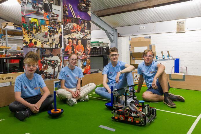 Team Neobots: (vlnr) Luc Kluijtmans, Meike Wijbenga, Sem de Haan en Caspar Verhagen.