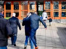 Journalist aangevallen en getrapt door kerkganger Mieraskerk, 700 mensen komen af op dienst