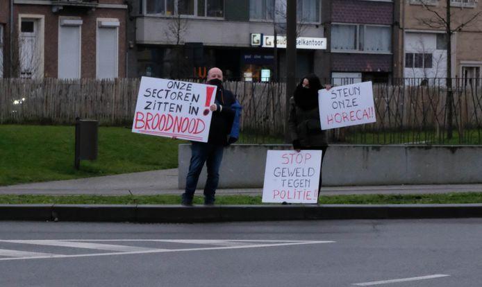 De actievoerders 'bezetten' het Raghenoplein om hun boodschap duidelijk te maken.