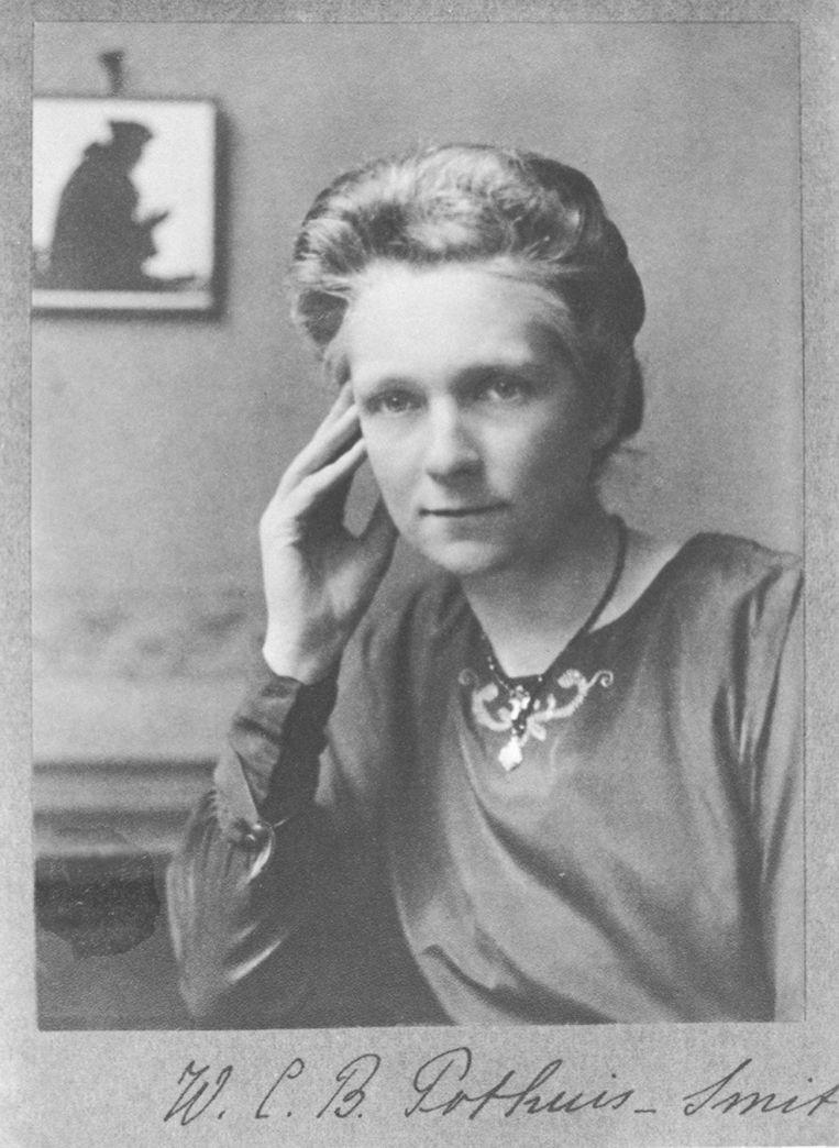 Onderwijzer Carrie Smit, in 1920 het eerste vrouwelijke lid van de Eerste Kamer Beeld Amsterdam Museum
