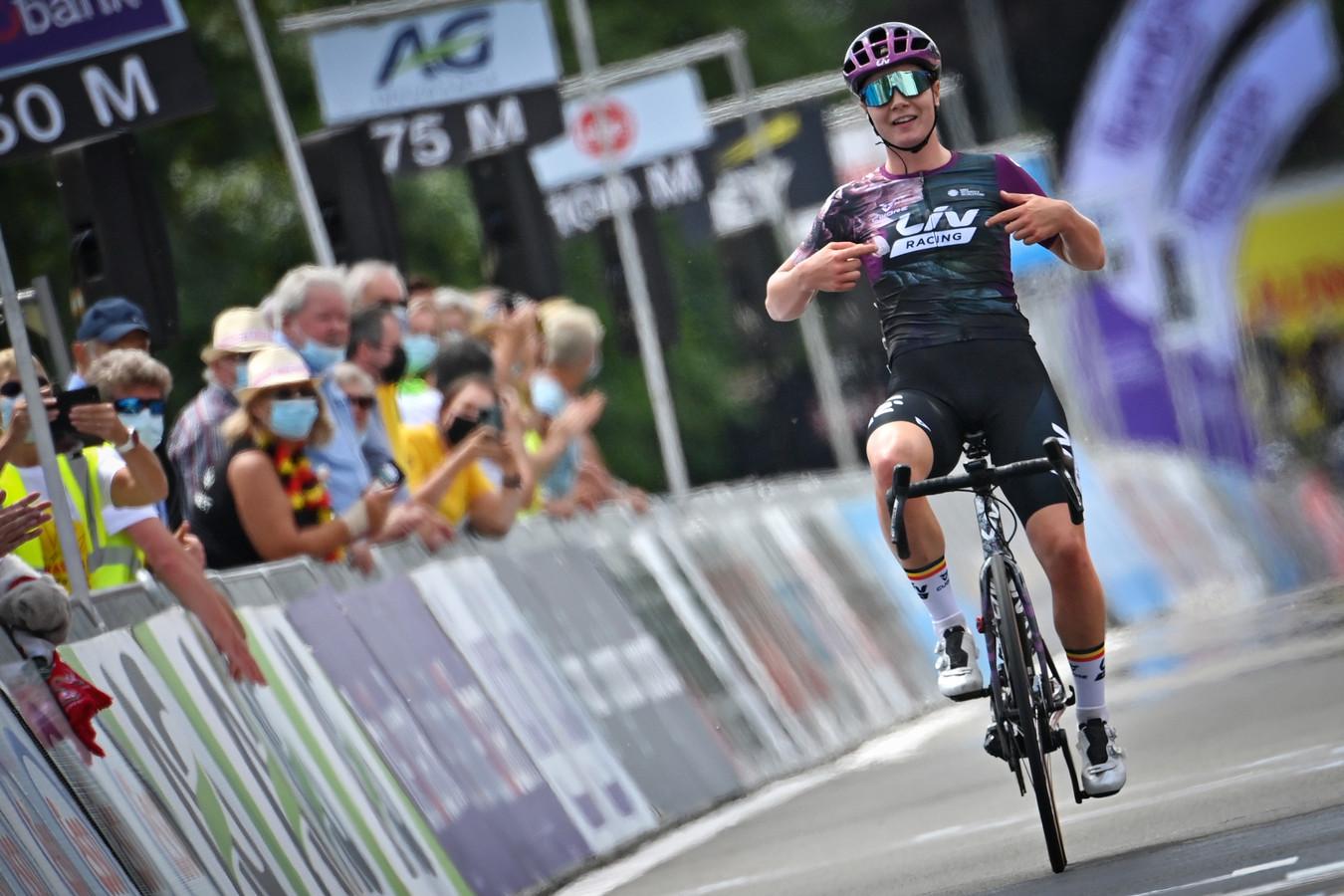 Lotte Kopecky volgde in Waregem zichzelf op als Belgisch kampioene, haar tweede wegtitel op rij.