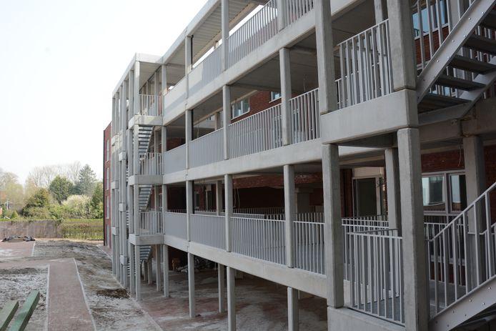 In de nieuwbouw achteraan zijn 30 sociale assistentieflats. De toekomstige bewoners zullen zorg krijgen vanuit Huize Vincent.