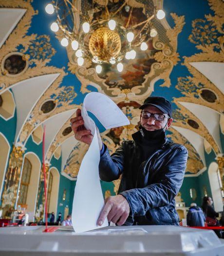 Geruchten over fraude bij verkiezingen Rusland: 2000 onregelmatigheden op dag één