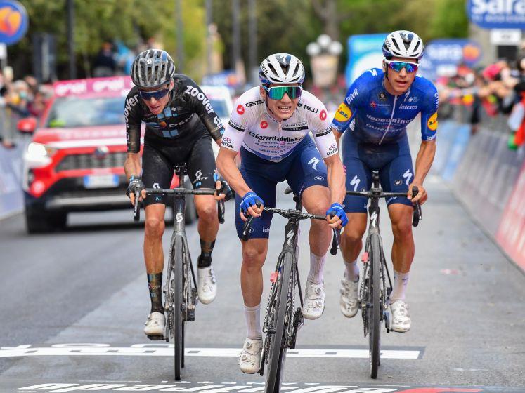 """Evenepoel justo depois de perder minutos no Giro: """"Estou grato à equipa e ao Almeida.  Não acaba até que esteja acabado """""""