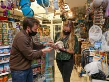 Hans draait 'elke week kerstomzet' met zijn dierenwinkel: 'Ik vind het moeilijk om te zeggen'