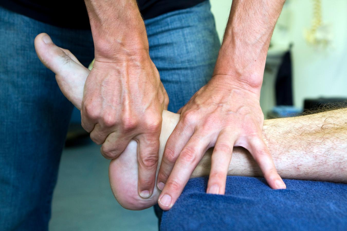 Fysiotherapeuten doen vanwege het risico op besmetting alleen nog acute gevallen.