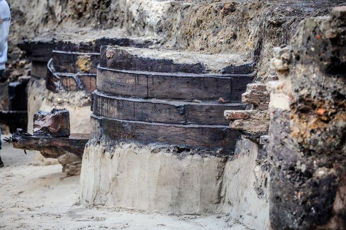In de Sint-Annarei zijn grote houten kuipen teruggevonden.