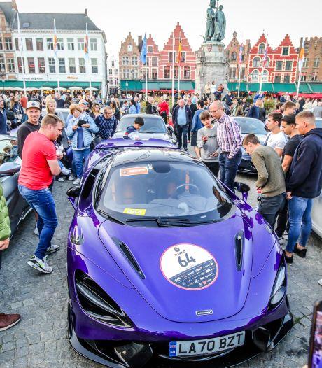 """Passage van droomwagens in Brugge en Oostende doet publiek watertanden, ook deelnemers onder de indruk: """"Zó veel volk. Het lijkt wel de aankomst van de Tour De France"""""""