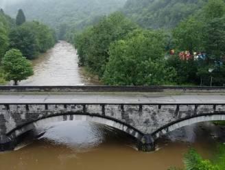 Dronebeelden tonen hoe rivieren plots eindeloos lijken te zijn na zware regenval