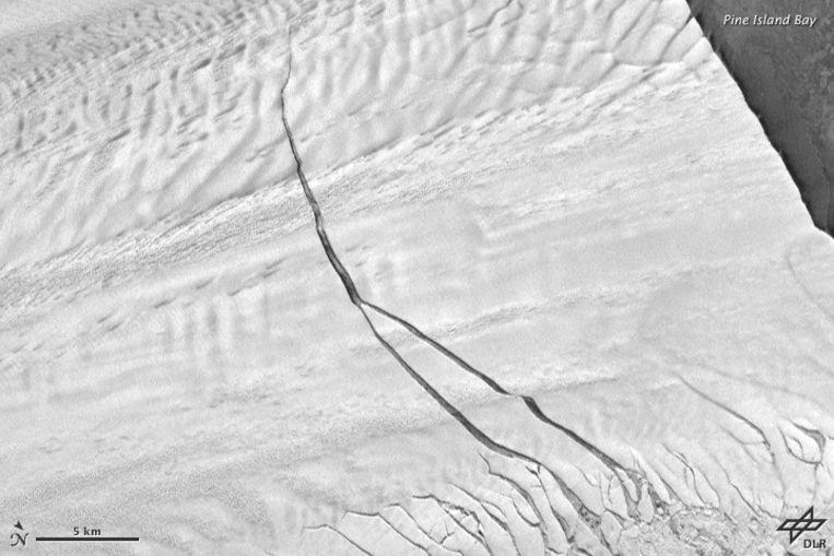 De scheur in het oppervlak van Pine Island. Beeld NASA