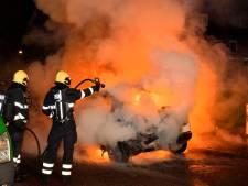 2 auto's van 1 familie branden tegelijkertijd uit in Valkenswaard