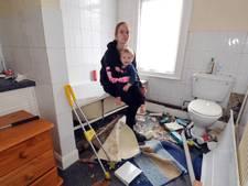 Gezin verwoest nieuw huis vanwege slangennest