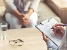 Veroordeelde Wijchense zorgdirecteur noemt zich  'psychotherapeut' en werkt gewoon door