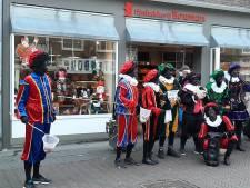 Zwarte Pieten brengen een bezoekje aan Tiel